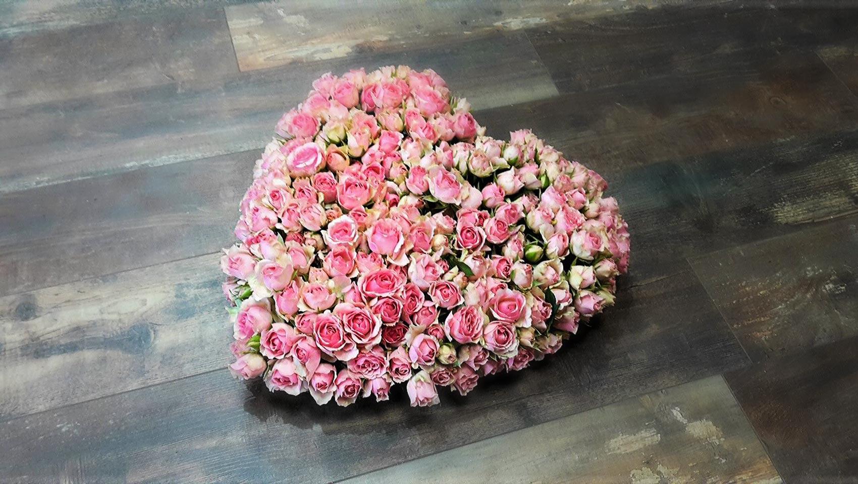 bouquet-de-fleurs-forme-de-coeur